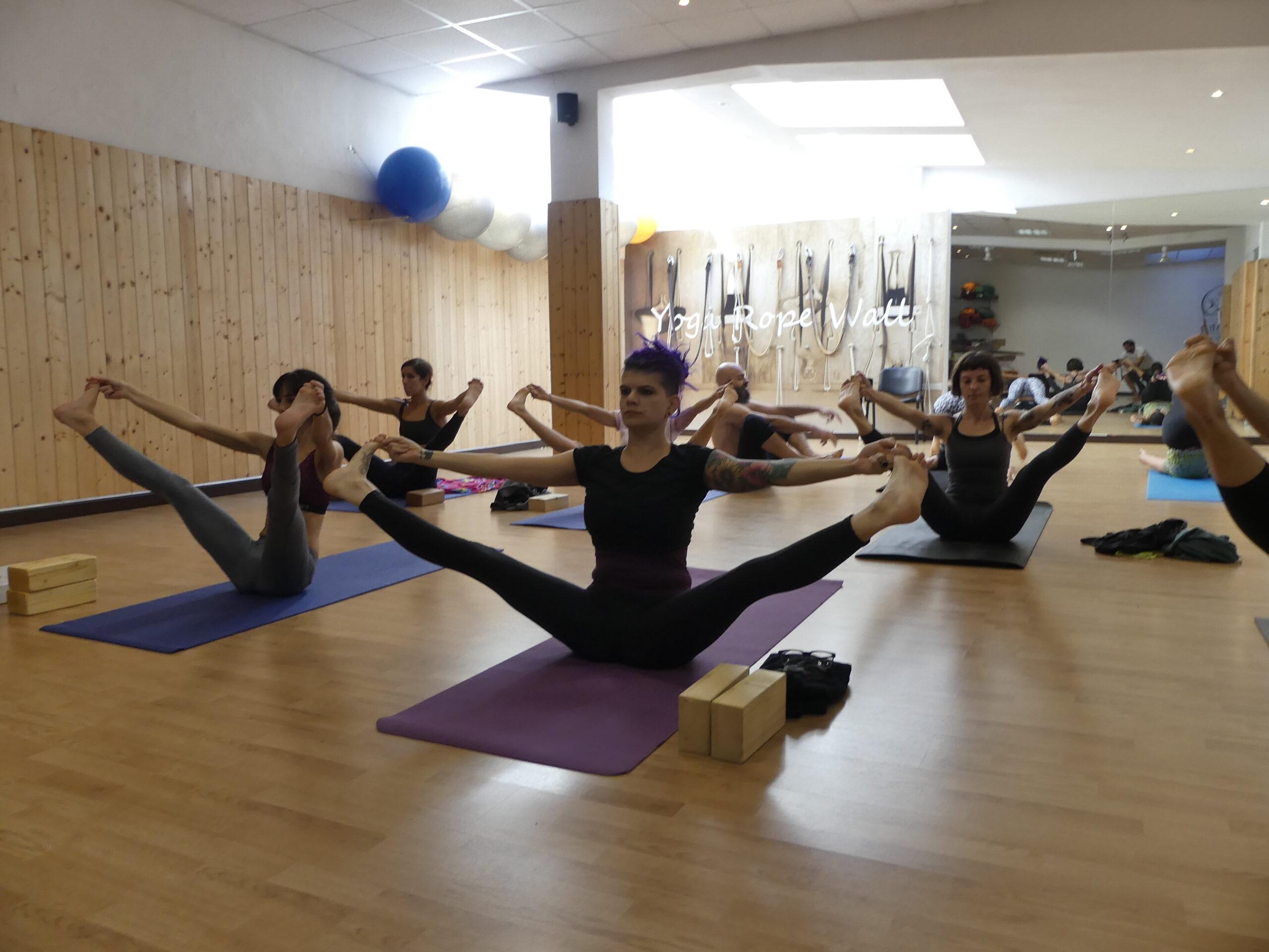 vinyasa yoga respiro e movimento yoga lesson presso il centro 4.0 viareggio lucca associazione sportiva