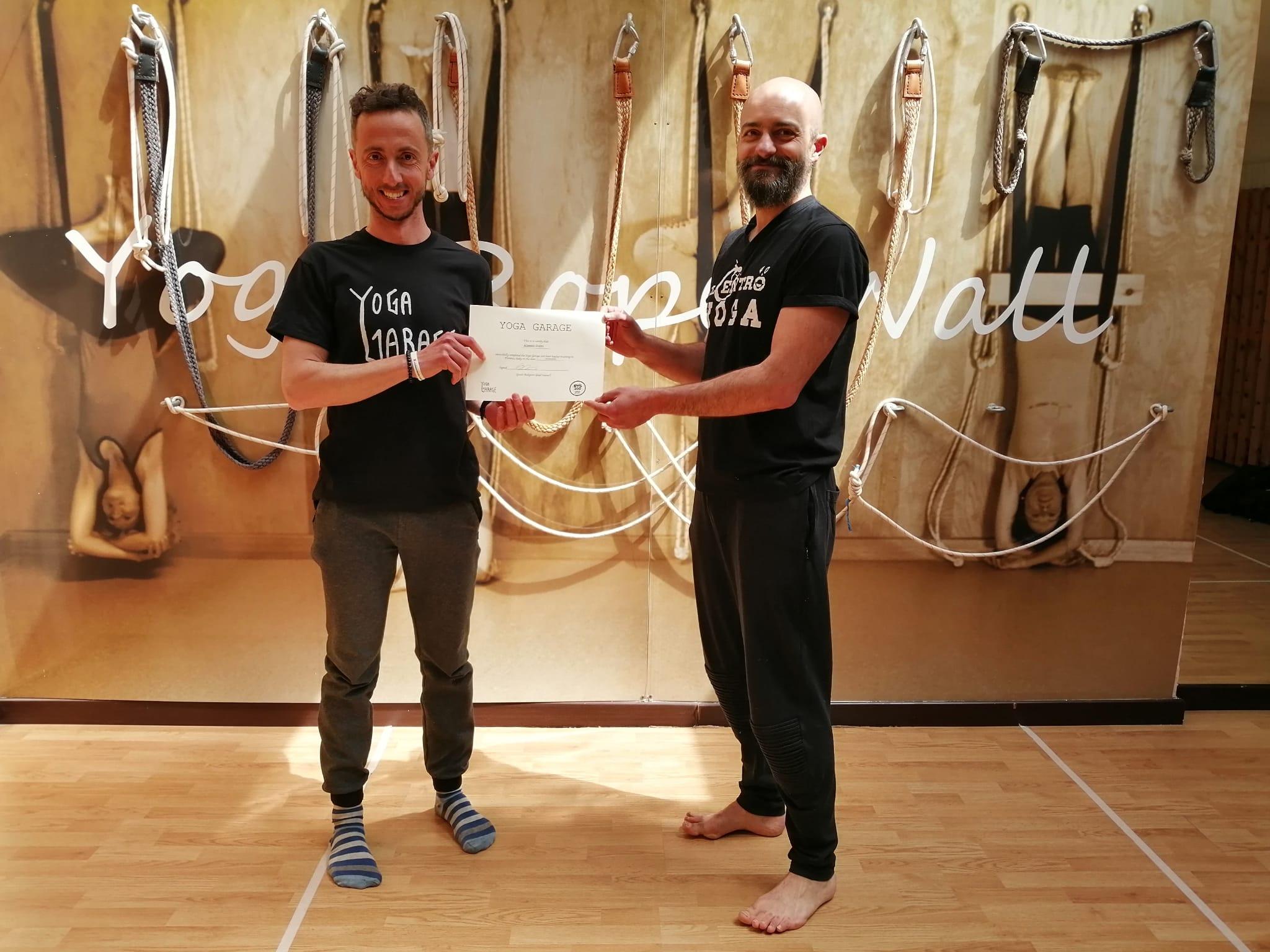 Alessio Politi insegnante di yoga vinyasa formazione insegnanti yoga diventa insegnante di yoga associazione il centro 4.0 viareggio