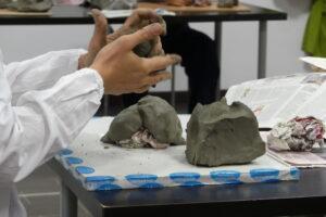 David Daniel Swan laboratorio di argilla manipolazione arteterapia presso associazione il centro 4.0 Viareggio