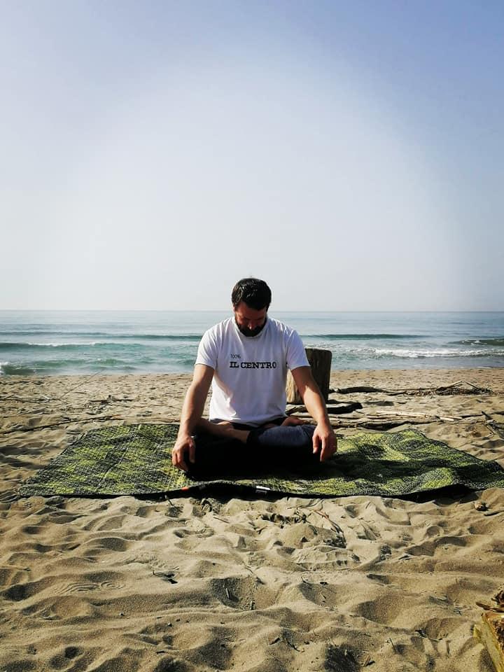 David Daniel Swan insegnante vinyasa yoga presso il centro4.0 viareggio respiro e movimento flow