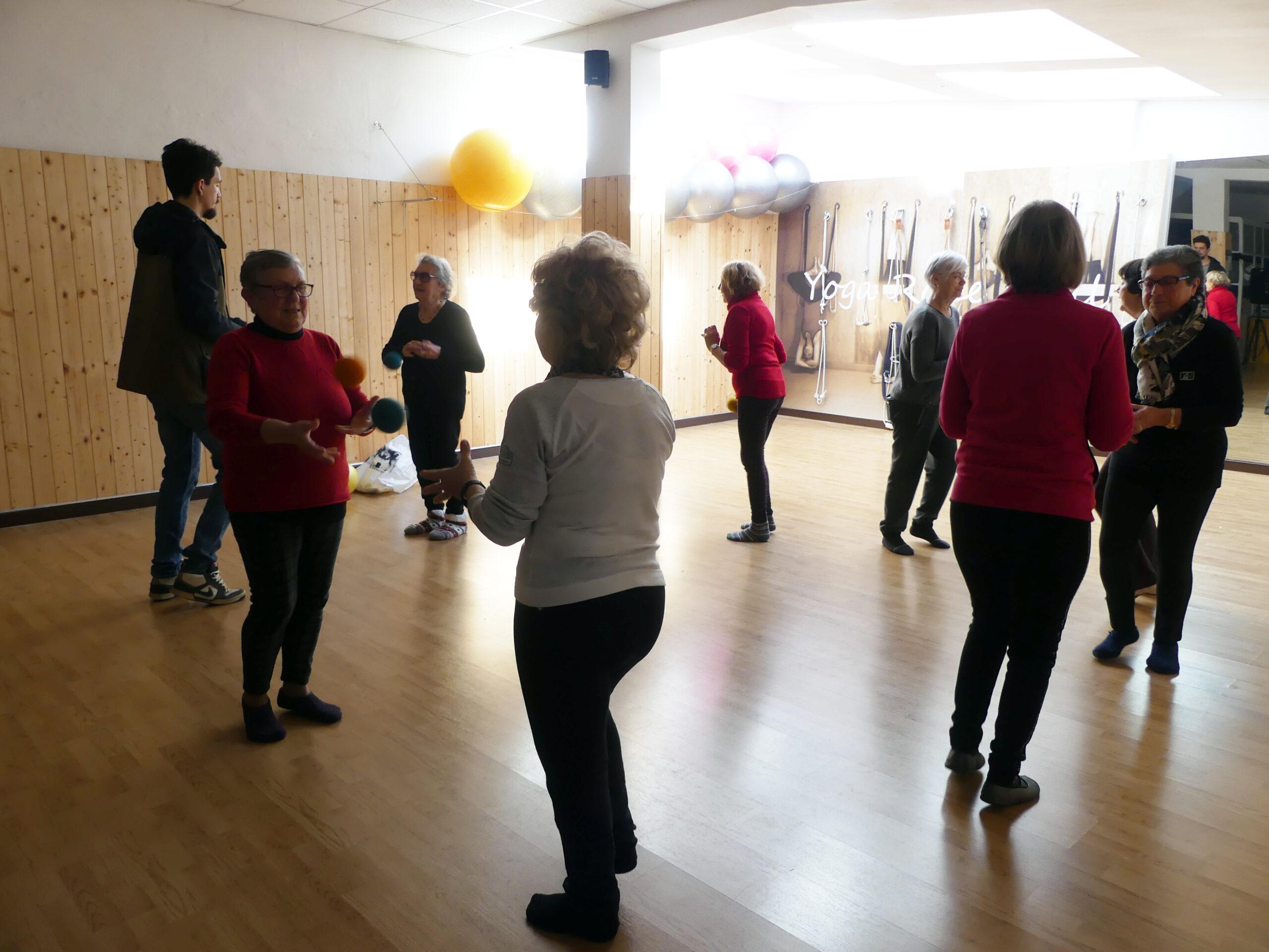 ginnastica dolce per anziani correttezza posturale presso il centro 4.0 viareggio