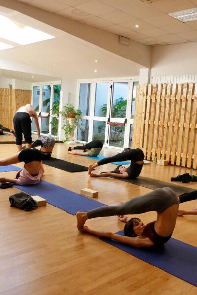 lezioni di yoga vinyasa movimento e respiro flow presso il centro4.0 viareggio
