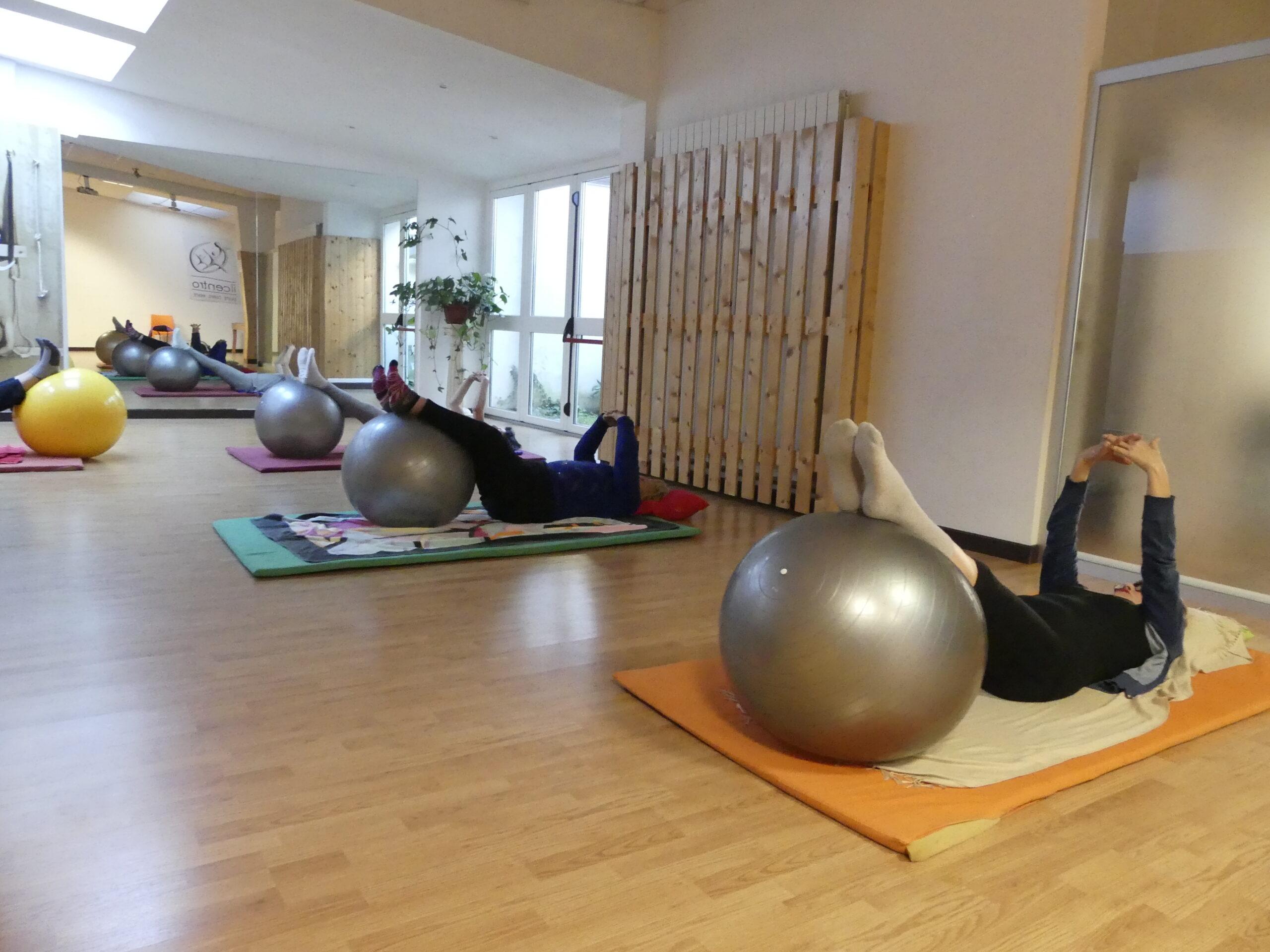 vinyasa yoga respiro e movimento lezione di yoga presso associazione sportiva il centro 4.0 viareggio lucca